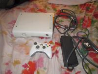 XBOX 360 CONSOLE 20 GB WITH CONTROLLER