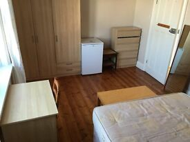 huge DOUBLE ROOM TO RENT CLOSE TO ELEPHANT AND CASTLE OLD KENT ROAD cleaner terrace two bathrooms