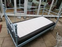 Metal frame day bed and 2 mattresses