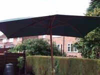 LARGE 9FT X 6FT GREEN GARDEN PARASOL AND STAND