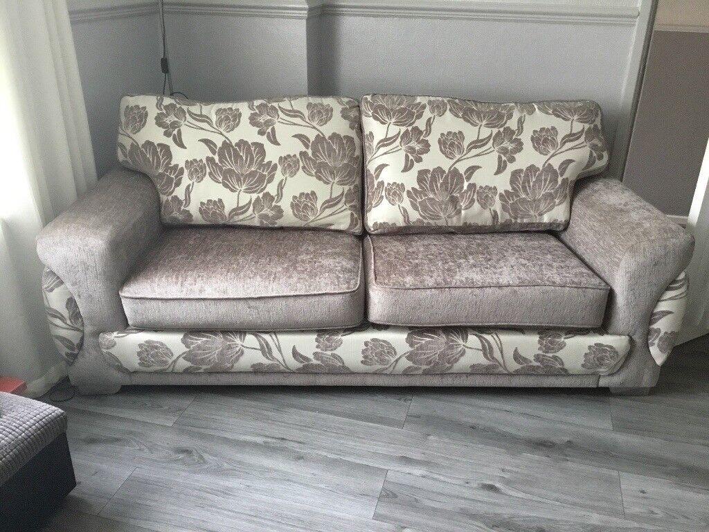 Grey three piece suite reversable cushions brilliant condition