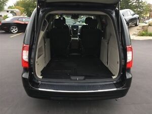 2016 Chrysler Town & Country Touring Windsor Region Ontario image 15