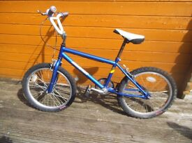 old school 80's bmx bike spares or repair - 2 x bmx plus various BIKES JOBLOT £90 the lot