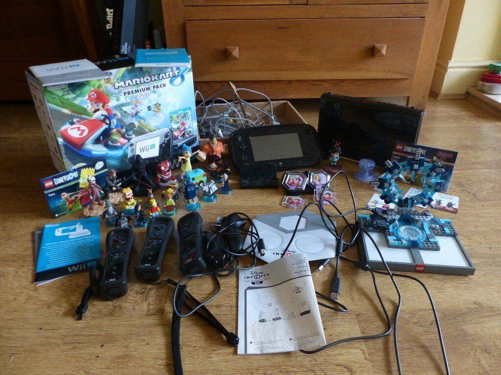 Nintendi WiiU Mario Kart Premium Pack 32GB with 22 games & various accessories