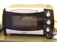 Logik Electric Mini Oven Used a couple of times. 18 ltrs Exterior 230 x 432 x 368 mm (H x W x D)