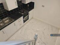 2 bedroom flat in Brook Road South, Brentford, TW8 (2 bed) (#1078808)