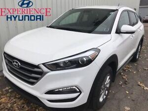 2017 Hyundai Tucson Premium SAVE THOUSANDS OFF THIS LIKE-NEW PRE