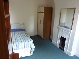 First floor single room close to Colchester North Station and Hospital.