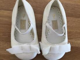 BNWT Girls Tigerlily DEBENHAMS Ivory Glitter size 3 Party Shoes