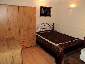 SUPERB GROUND FLOOR ONE BEDROOM FLAT WITH GARDEN INCLUDING UTILITIES