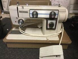 New Home Electric sewing machine. Working order only thing it needs is a new light bulb.