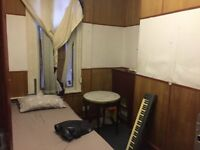 Beautiful Single room is availabe at Romford Road, Forest Gate