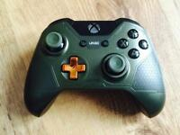 Halo 5: Guardians - The Master Chief Xbox One controller Limited Edition 3.5mm stereo headset.