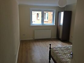 Large, bright and refreshed double bedroom available from now