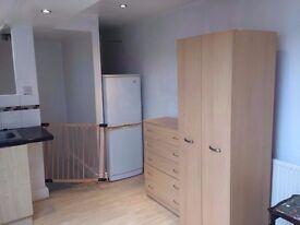 £270pcm - BEDSIT - Dbl room furnished Inlcudes Bills - Free INTERNET