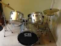 CB Drum kit with cymbals