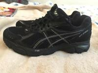 Asics running shoes size 4