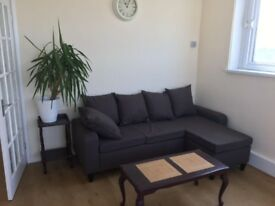 2 bed flat in ub1