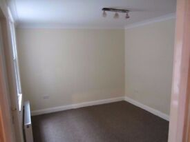 Large Double Room Addlestone Highstreet Fully furnished Bills included