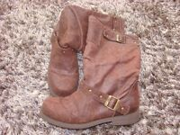 Rocket Dog Ladies Boots Size 6, with zips on inside. Brown nubuck very soft leather. VGC. £15.00. To
