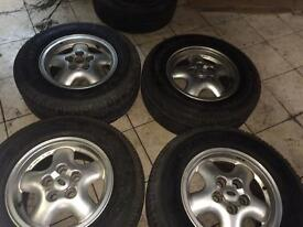 Original alloy wheels with tyre for Land Rover Freelander. R16