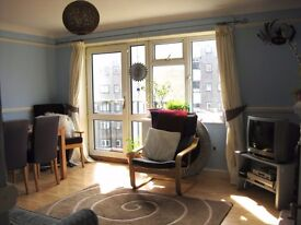 Lovely 3 bed Kemptown Flat with Balcony & Seaviews