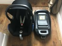 Maxi Cosi car seat with family fix isofix base