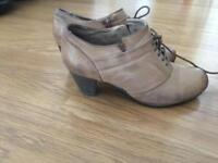 Brown ladies shoes size 6