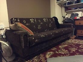 BARGIN _ Excellent Settee in very good condition Storage space inside settee Can be turned into bed