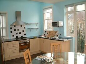 3 LARGE DOUBLE BEDROOM TOP FLOOR APARTMENT, TOP LOCATION, LARGE LIVING ROOM, PRIVATE BALCONY