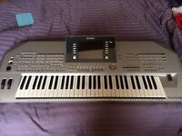 Tyros 2 Keyboard plus speakers, music stand and sustain pedal - immaculate condition