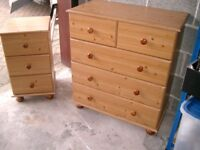 Set of pine effect chest of drawers