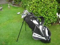 BEN SAYERS LADIES RIGHT HAND GOLF CLUBS IN BAG WITH STAND