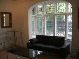 Fantastic modern 2 double bed flat in excellent location between Didsbury Village and West Didsbury!