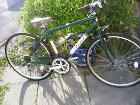 "MANS HYBRID 700c WHEEL BIKE 18"" FRAME IN VERY GOOD WORKING CONDITION NO RUST"