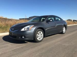 2012 Nissan Altima 1 owner clean car