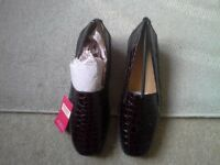 Ladies brand new comfort leather Pavers,labels and boxed size 7