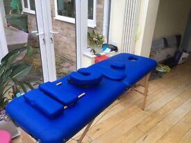 Massage/therapist bed