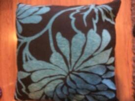 Big cushions 4 for sale 16pd