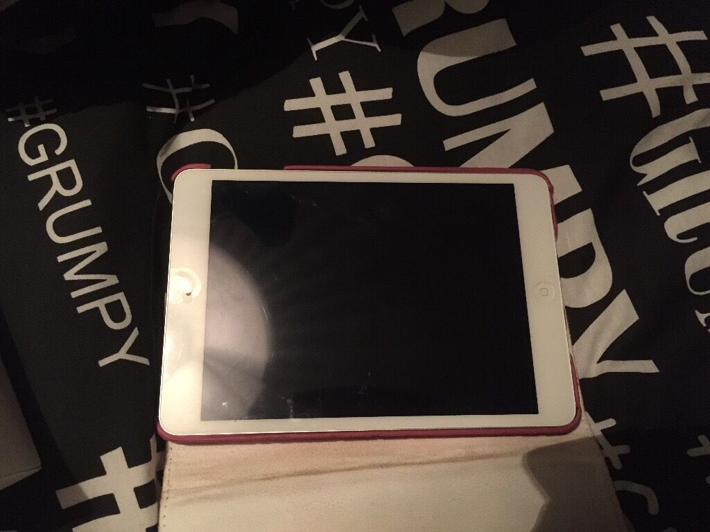 IPad mini 2 32gbin Airdrie, North LanarkshireGumtree - IPad mini 2 32gb wifi comes with box and charger , only got the iPad in December but have a mac book now , its hardly been used in brand new condition not a mark on it been in case and had screen protector on since it was bought £180 ONO