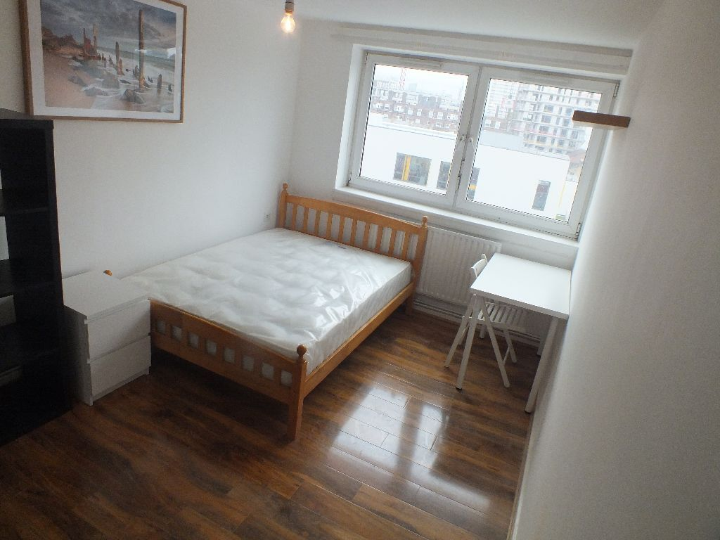 Lovely Double Room Available December 10th - 3 mins walk to Mile End Station