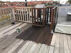 Olie aan brengen terrasplanken