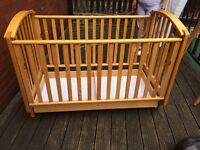 Mamas and papas raise and lower system cot bed with drawer underneath