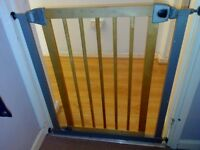Safety 1st Simply Pressure XL Wooden Barrier 2