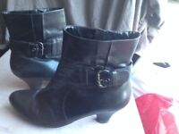 Clarks Size 7 Black Leather Ankle Boots