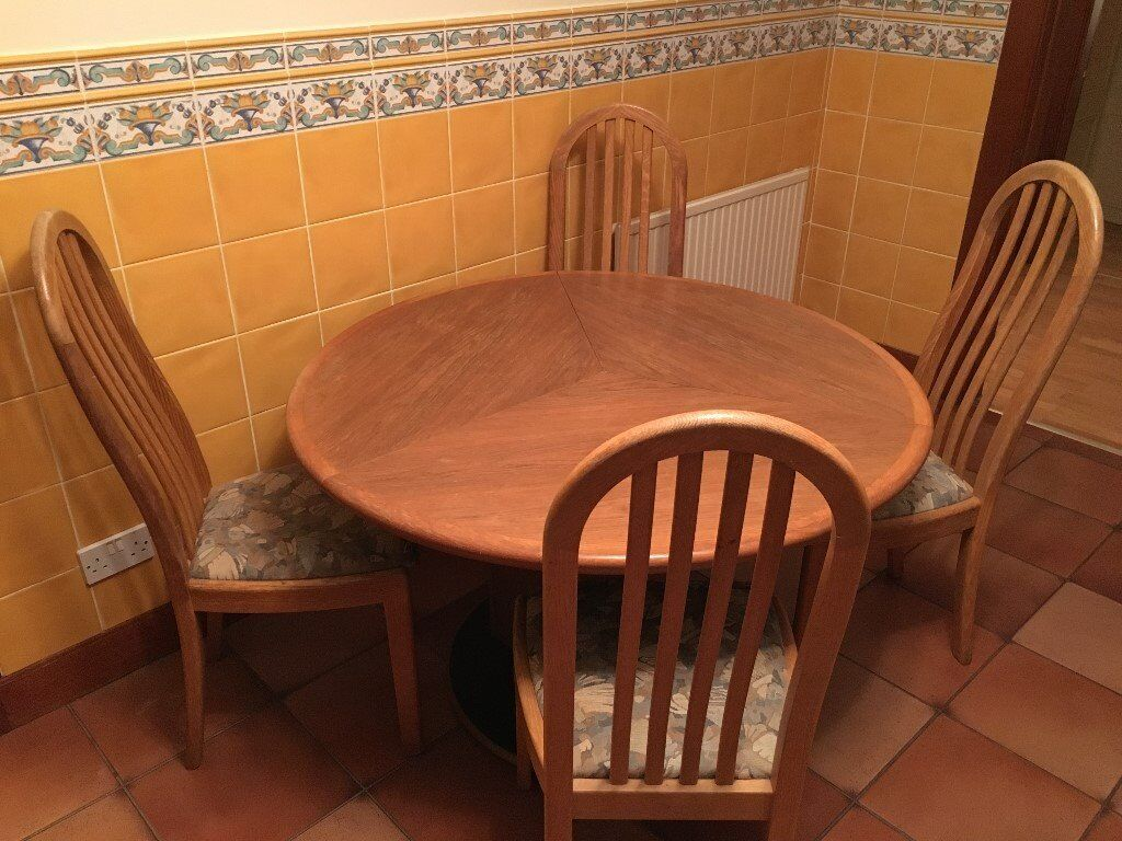 Sterling Furniture Solid Oak Round Dining Table - Extends to Maple Leaf Shape