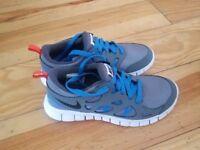 BRAND NEW Girls Nike Free Run2 Trainers uk size 4