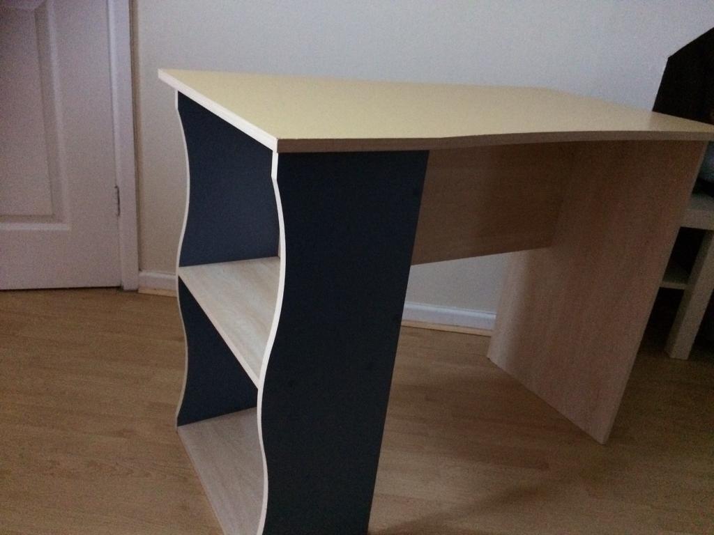 Small desk £10 ONO