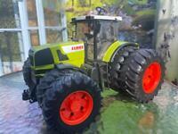 Bruder class tractor