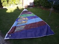 Dinghy sail loose footed